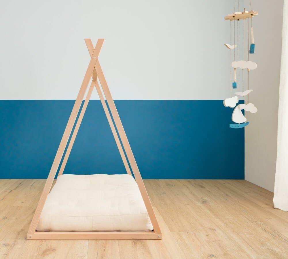 lettino per bambini, design nordico, legno naturale